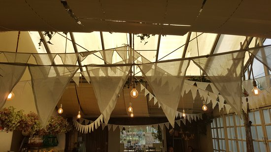 Eastleigh, UK : Gorgeous Bunting with the lights