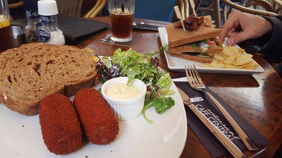 Cafe Restaurant Central: Kroketten met brasbrood en een clubsandwich kalkoen