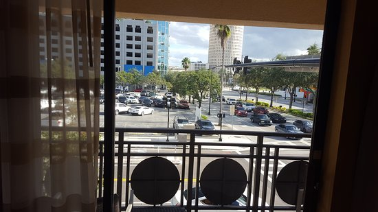 Courtyard Tampa Downtown: View to the street