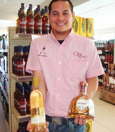 Mercado Municipal: Chossing tequila