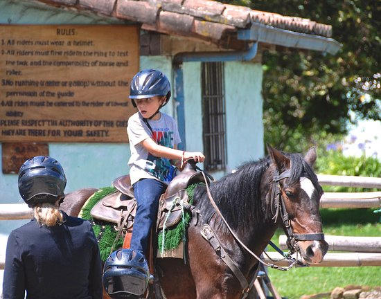 Hacienda Cusin: Horseback riding, 2 hours to overnight. With guide.