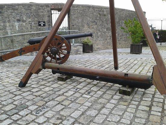County Meath, أيرلندا: Hebewerkzeug für Kanonenwechsel