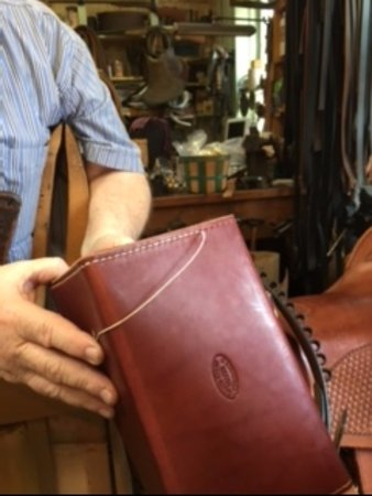 Coshocton, Огайо: River Ridge Leather Co - stop in here! Handmade leather products