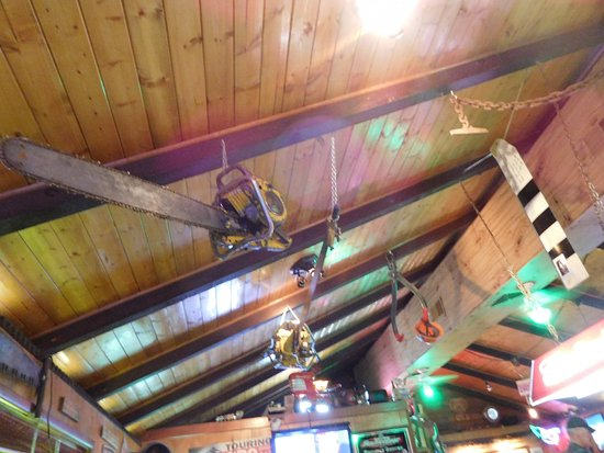 Detroit, OR: Decor reflects the local economy - really cool, HUGE old chainsaws hanging from the ceiling