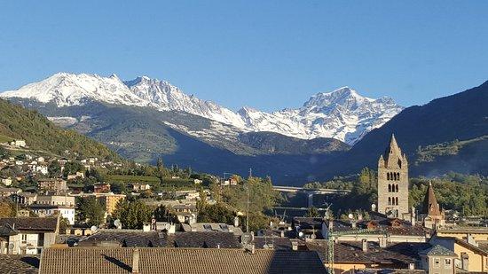 Hotel Turin : Albergo a due passi dal centro città. Bella veduta dal 4* piano sulla città e sulle alpi