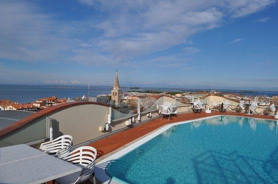 piscina scoperta sul terrazzo dell\'albergo - Bild von Grand Hotel ...