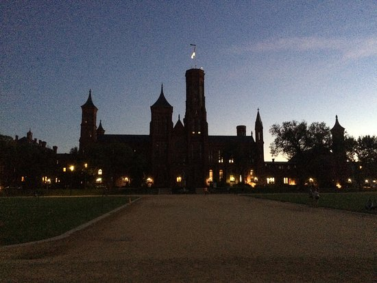 Smithsonian Institution Buidling: Smithsonian Institution Building