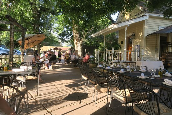 Niwot, CO: The terrace setting - really nice