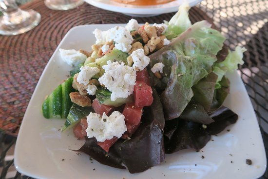 Niwot, CO: Beet and goat cheese salad