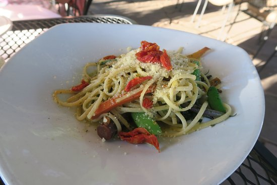 Niwot, CO: Veggie linguine