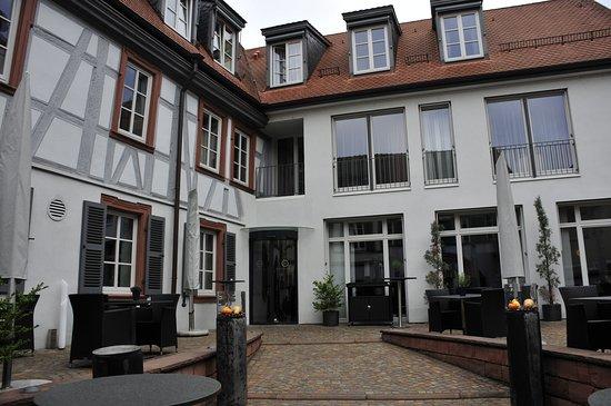 Schriesheim, Germany: Hotel mit Innenhof