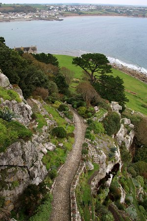 Маразион, UK: The gardens from the castle, with views over to Marazion
