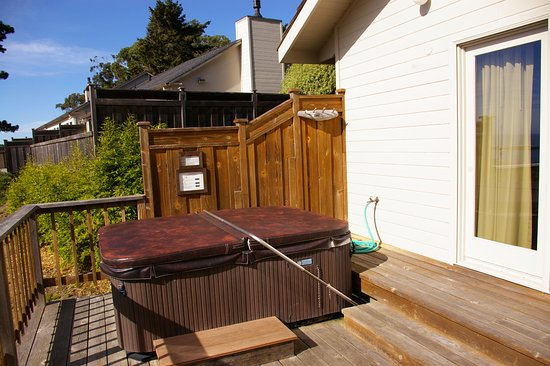 Little River Inn: Coombs Cottage deck/spa