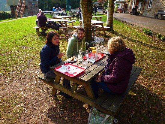 Tintern, UK: Outside seating - nice and sheltered