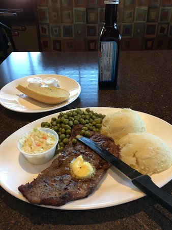 Amherst, Canada: Connor's Family Restaurant & Lounge