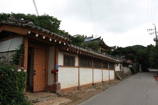 Gwangju, Korea Selatan: The people working here live in the park