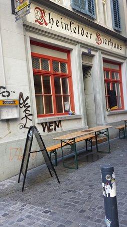 Rheinfelder-Bierhaus <Bluetige Duume>: Restaurant exterior