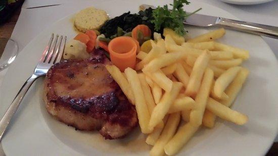 Rheinfelder-Bierhaus <Bluetige Duume>: Schweizsteak (Pork Steak with French Fries and Vegetables)