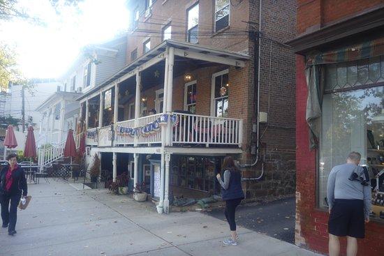 Piermont, Νέα Υόρκη: Menu, chips and salsa, my half pitcher margarita