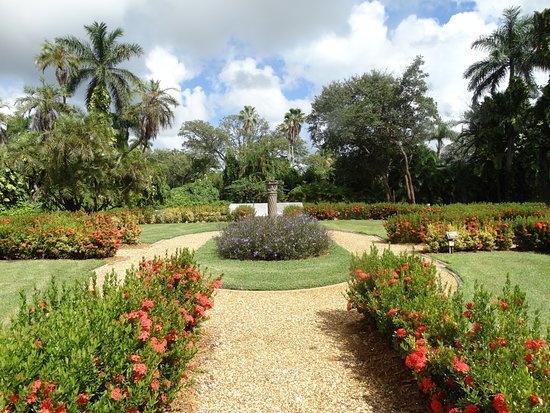 North Miami Beach, FL: Ancient Spanish Monastery very attractive grounds and landscaping