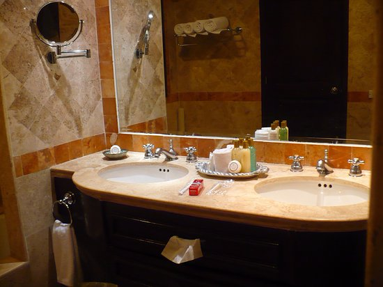 Secrets Capri Riviera Cancun: Bathroom And Toiletries