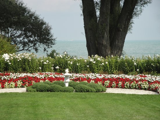 Manitowoc, WI: A red and white delight