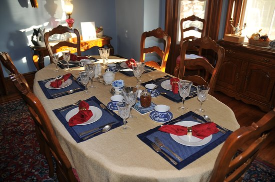 A Seafaring Maiden Bed and Breakfast: Dining Room