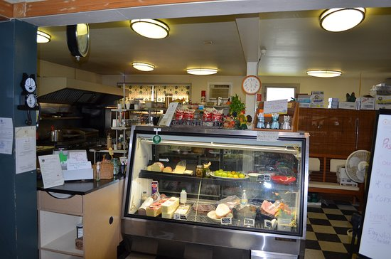 Averill Park, NY: Paula's deli case