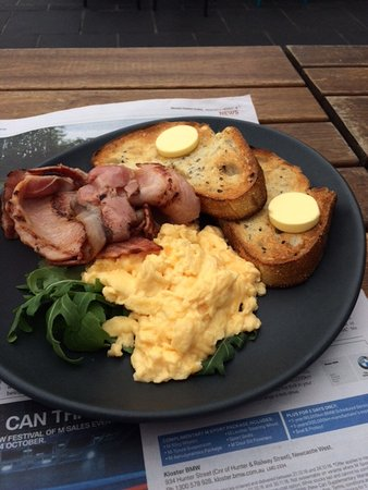 blue door kiosk scrambled eggs and bacon with toast