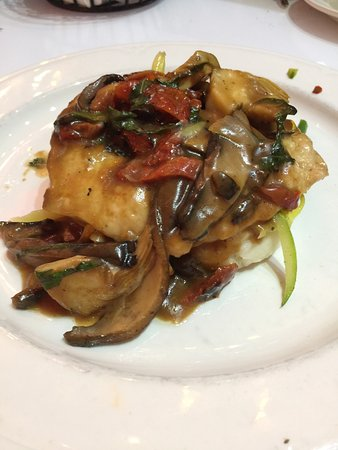 z two pan seared chicken with portobello mushrooms in a sherry sauce with mixed veggies