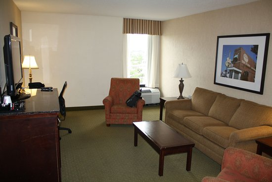 Horn Lake, MS: King Bed Suite