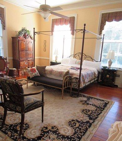 Camden, SC: Mary Chestnut Bedroom