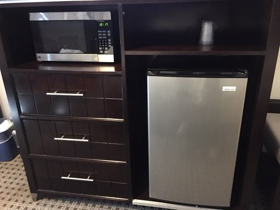 Holiday Inn Express & Suites Austin-(Nw) Hwy 620 & 183: Refrigerator and microwave