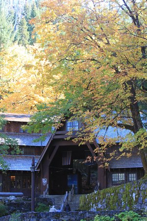 Oregon Caves National Monument: Visitor Center tucked into the fall foliage