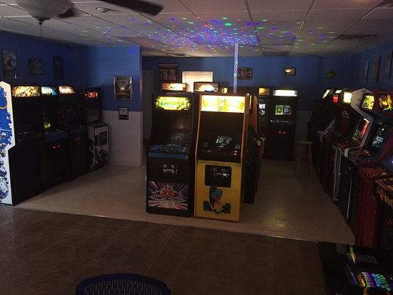 Lisle, IL: Inside the arcade