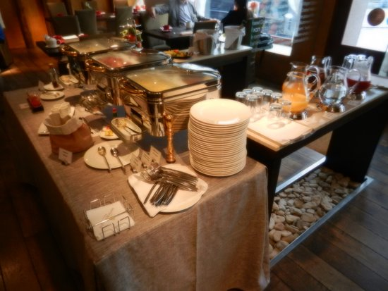 savoy boutique hotel buffet hot food table