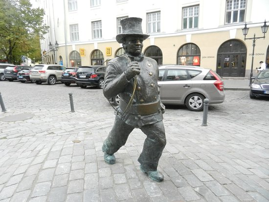 Savoy Boutique Hotel: Statue of chimney sweep in front of hotel