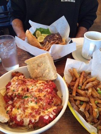 Poultney, VT: Chicken parm and burger