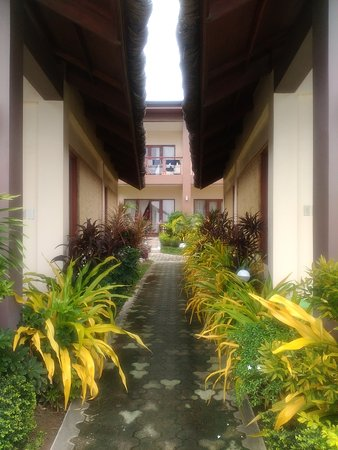 Kahuna Beach Resort and Spa: Going to the villa suites