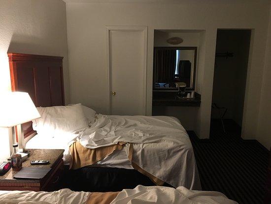 Marina Inn and  Suites: photo0.jpg