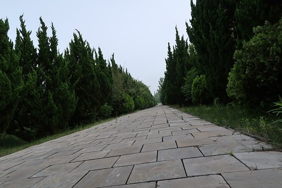 Zhu Yuanzhang's Ancestral Cemetery of Ming Dynasty: Pathway