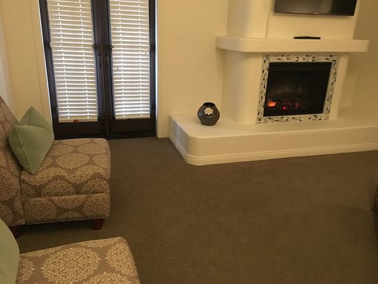 Andreas Hotel & Spa: Sweet little fake fireplace created perfect romantic atmostphere