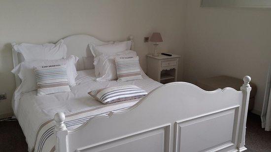 Agon-Coutainville, Frankrike: Une chambre de la suite