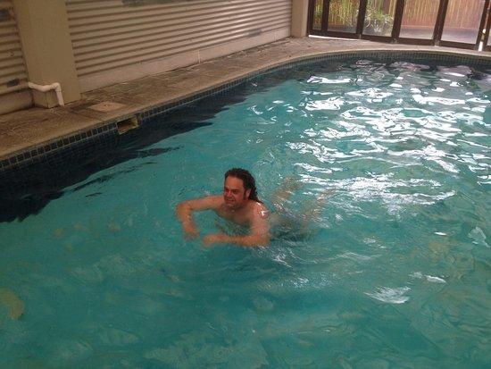Fountain City Motor Inn: Heated pool