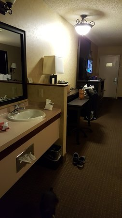 Kelly Inn Billings: Vanity Area