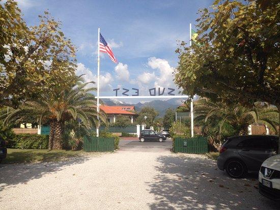 Bagno Sud Est: Главный вход на пляж