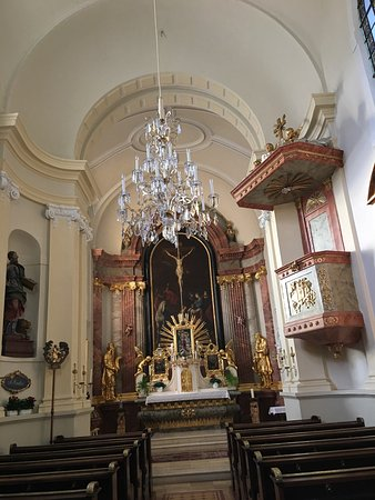Katholische Pfarrkirche, Schlosskirche Hl. Agydius