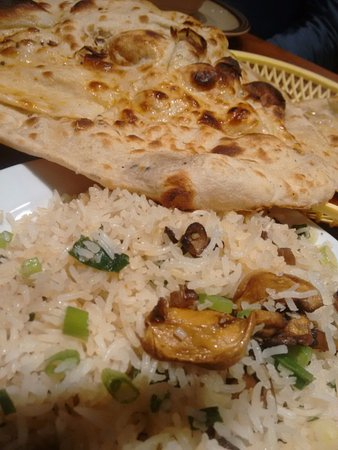 West Bromwich, UK: Mushroom fried rice and naan bread