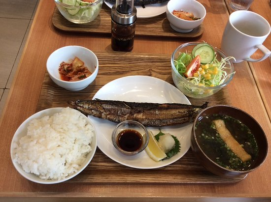 Las Pinas, Filipina: Their grilled mackerel combo a must in this place, good value for money for only 240++