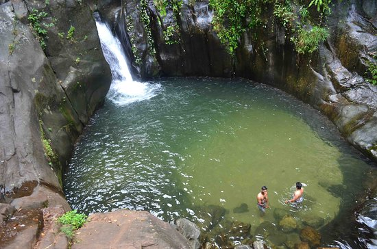 Karuvarakundu, الهند: Getting into the pool